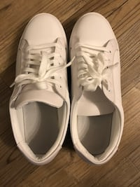 White leather sneakers size 9 29 km