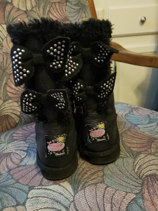 Sketchers fur lined twinkle toe boots child size13 03b3772f-7d75-4b17-b6be-1656707d1c5a
