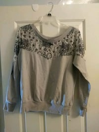 Womens Size Med Sweater
