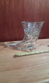 Lead crystal vase, Horn of Plenty shape Hamilton, L8G 4E2