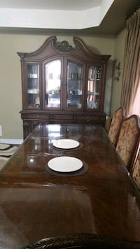 Dinning table + 6 chairs + den  Brampton, L6P 1W9