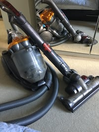 DYSON vacuum cleaner - includes all attachments Calgary, T1Y
