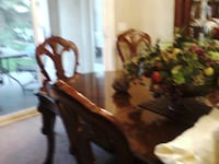BERHARDT DINING TABLE WITH 2 LEAVES AND 2 HOST  CH PALMDESERT