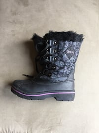 Size 2, winter boots for girl. Centreville