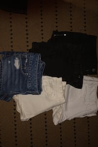 5 pairs of women's jean shorts Des Moines, 50317