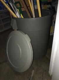 Large outdoor trash can with lid - used Alhambra, 91803
