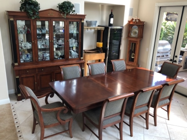 Used Ribbon Maple Dining Room Table 8 Chairs And China