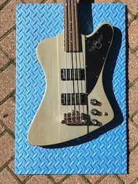 Limited Edition Thunderbird Bass Guitar King, L0G 1N0