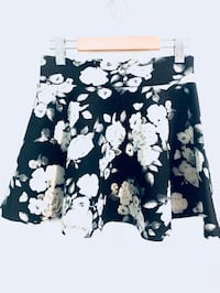 Black and White Flora Skirt - Sz M Toronto, M6P 2W7