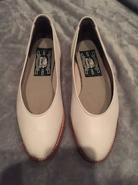 NEW Roots Size 6 Leather shoes/Flats London