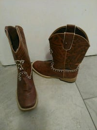 Kids cowboy/girl boots. Size 1 and 4