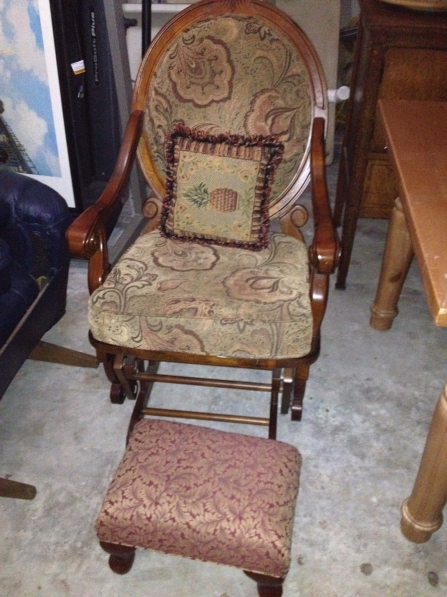Victorian Style Padded Glider Chair With Matching Foot