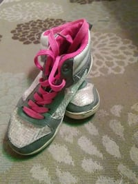 pair of gray-and-pink sneakers Bixby, 74008