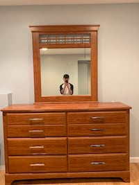Dresser w/ Mirror negotiable $200.00 Smithtown, 11787