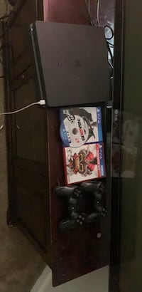 ps4 pro 2 controllers and 3 games brand new Houston, 77032
