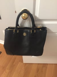 Tory Burch purse  authentic fair condition has a small chip inside Vaughan, L4H 3K7