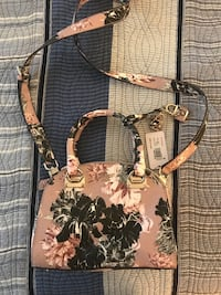 GUESS Pink Floral Purse New York, 10017