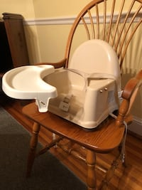 High chair with rotating and removable tray Catonsville, 21228