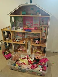 Doll House (Includes Everything Shown) Annandale, 22003