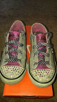 Girls size 11 Sketchers Light up Shoes Longs, 29568