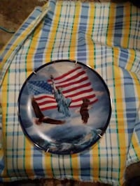 round Statue of Liberty with two bald eagles print decorative plate