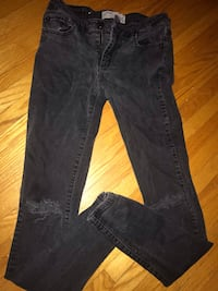 Low rise black distressed jeans size 5 but fits like a 4 Winnipeg, R2V 1G2
