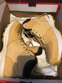 Nike Manoa Leather boots 10.5 67 km