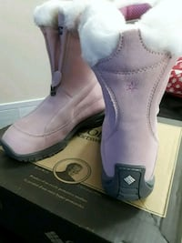 Size 6 woman's columbia winter boots 551 km