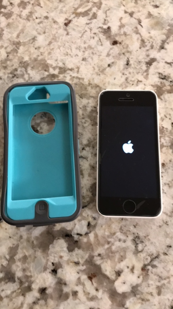 iPhone 5c (cracked, without sim)