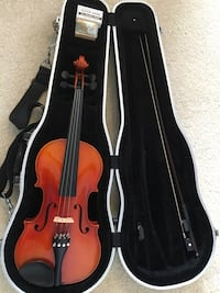 Suzuki full sized (4/4) violin with bow, resin, and case