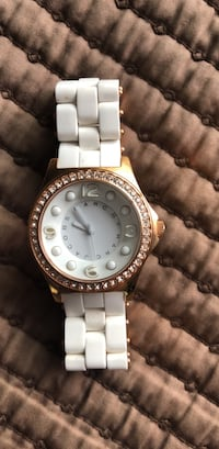 Round gold-colored watch with link bracelet 2271 mi