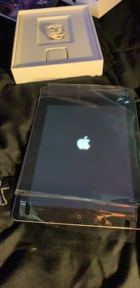I pad 3  excellent condition with case Virginia Beach, 23452