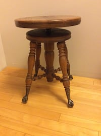 Victorian late 1800's / early 1900's oak piano stool Langley, V3A 1R9
