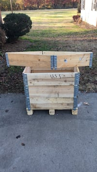 Scalable storage wooden box with pallet base