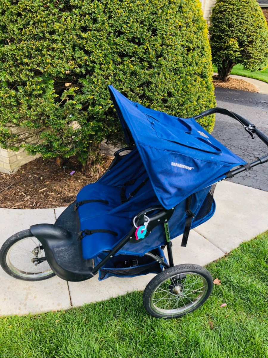 Photo Two seat jogger stroller