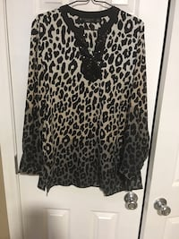 Size 8  animal print nice tunic  loose fit Harpers Ferry, 25425