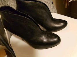 Black  shose and boot