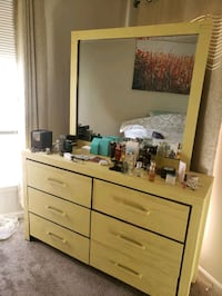Dresser and mirror South Riding, 20152