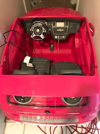Toddler's pink mercedes-benz mlg3 battery-powered ride-on toy Manassas, 20109