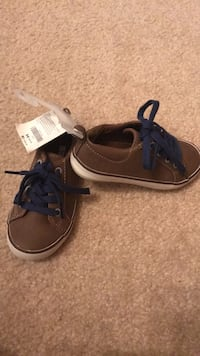 Pair of brown-and-white low top sneakers Houston, 77095