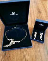 Swarovski Necklace & Earrings Set; Never Worn Bradford West Gwillimbury, L3Z 2A5