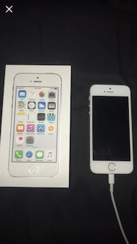 Silver iphone 5s with box Cambridge, N1R 7M1