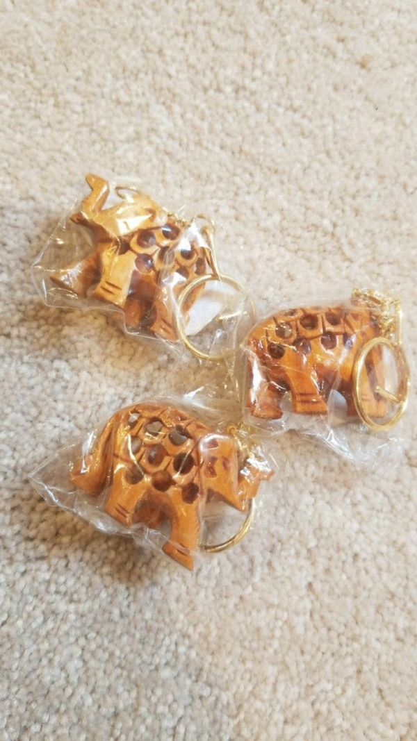 3 Wooden elephant keychains