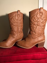 Size 5 cowgirl boots Berryville, 22611