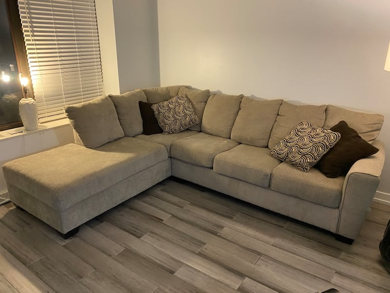 Sectional Couch w/ Chaise 76c897f4-aecb-479c-82de-c535ab245ae3
