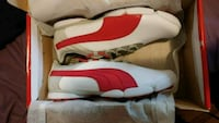 white-and-red Air Jordan 11 shoes Salaberry-de-Valleyfield, J6S 3J2