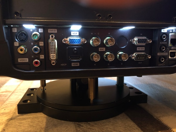 Projection Design HD Projector W/Remote & S 6 Lamps included. 5b8ac4bb-50d9-496d-9ddc-718cfccdeb8c