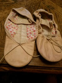 pair of white-and-pink shoes Charlotte, 28269