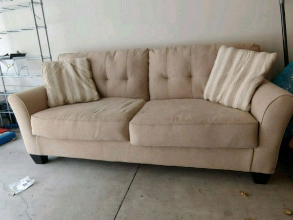 best loved 82213 bc6dc 2yr old Slumberland sofa couch