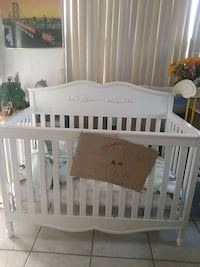 baby's white wooden crib Miami, 33165